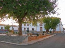 Plaza Consistorial y Ayuntamiento de Luciana