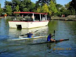Piragüismo junto a la barca fantasma